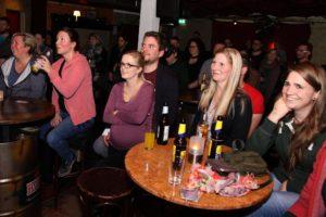 Die Fans freuten sich über einen schönen Abend mit den beiden Bands. (Foto: Björn Othlinghaus)