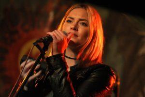 """Melina Fuhrmann von HonigMut sang unter anderem """"Bei meiner Seele"""" von Xavier Naidoo. (Foto: Björn Othlinghaus)"""