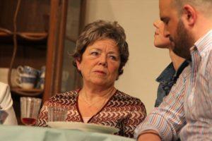 Großmutter Anna (Sigrid Wistinhausen) macht sich ständig Sorgen, dass der Junge nicht genug zu Essen bekommt. (Foto: Björn Othlinghaus)