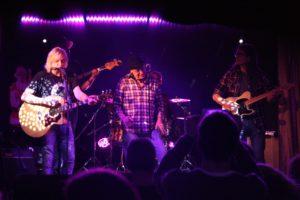Im Eventlokal Dahlmann gehören die Musiker von Clearwater Revival bereits zur Stammbelegschaft. (Foto: Björn Othlinghaus)