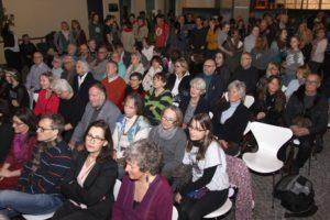 Die Ausstellungseröffnung stieß auf große Resonanz. (Foto: Björn Othlinghaus)