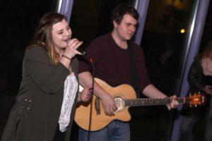 Das Duo Two Feelings bereicherte den offiziellen Teil mit einigen ihrer Songs. (Foto: Björn Othlinghaus)