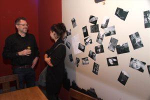 Die Jugendlichen präsentierten Kunst in vielfältiger Weise, zum Beispiel in Form von Fotografien. (Foto: Björn Othlinghaus)
