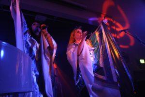 Lidia Lingstedt (Gesang, Agnetha), Isabell Classen (Gesang, Anni-Frid) überzeugten als Frontfrauen. (Foto: Björn Othlinghaus)