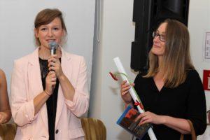 """Julia Schubeius mit ihrer Schwester Lisa, die die Romanvorlage zum Film """"Ein Anderer"""" beisteuerte. (Foto. Björn Othlinghaus)"""