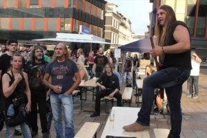 Frank Sieling von Seth 13 sorgte nicht nur auf der Bühne für Stimmung. (Foto: Björn Othlinghaus)