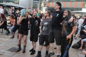 Die Metal-Fans waren bestens gelaunt. (Foto: Björn Othlinghaus)