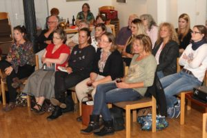 Viele Fans des beliebten Autoren fanden den Weg in die Lüdenscheider Musikschule. (Foto: Björn Othlinghaus)