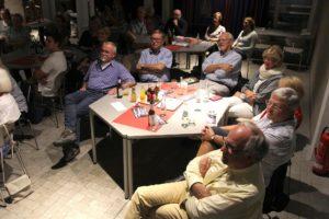 Die Besucher im Sparkassentheater hörten interessiert zu. (Foto: Björn Othlinghaus)