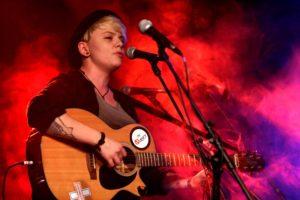 Singer-Songwriterin Nancy Siskou belegte den dritten Platz. (Foto: Björn Othlinghaus)