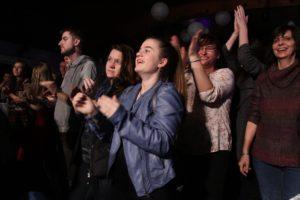 Begeistertes Publikum im Festsaal an der Hohen Steinert in Lüdenscheid. (Foto: Björn Othlinghaus)