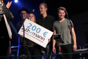 Die Band Otherside konnte sich am Ende durchsetzen und konnte aus den drei Preisen wählen. Die Musiker entschieden sich für den Thomann-Gutschein im Wert von 200 Euro. (Foto: Björn Othlinghaus)