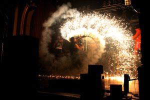 Heiß wurde es beim Gig der Rammstein-Tribute-Band Feuerengel. (Foto: Björn Othlinghaus)