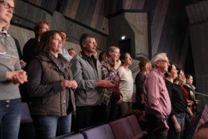 Das Publikum lies sich gerne inspirieren und sang begeistert mit. (Foto: Björn Othlinghaus)