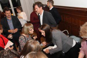 Anna Tell und Martin Österdahl beim signieren. (Foto: Björn Othlinghaus)