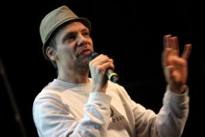 Der Lüdenscheider Autor, Musiker und Hip-Hop-Fachmann Hannes Loh vermittelte in seinem spannenden Vortrag die Gesichte der Hip-Hop-Szene in Lüdenscheid. (Foto: Björn Othlinghaus)