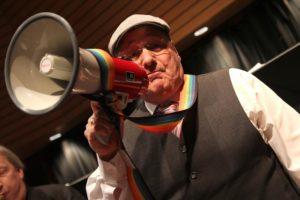Fürs echte Dixieland-Feeling griff Thomas Wurth auch mal zur Flüstertüte. (Foto: Björn Othlinghaus)