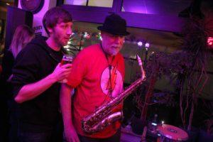 Saxophonist Rudolf F. Nauhauser sorgte trug einiges zum angenehmen Club-Sound des Abends bei. (Foto: Björn Othlinghaus)