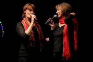 Sabine Auth und Ruth Schimanski, die einige Duette zum Besten gaben. (Foto: Björn Othlinghaus)