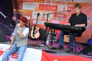 Andy Schade (Gitarre, Gesang) und Stefan Witholt (Piano) aus Iserlohn bildeten das Duo !JaSicher! (Foto: Björn Othlinghaus)