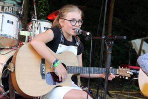 Auch junge Musiker wie hier Belana Meschik, kamen beim Festival nicht zu kurz. (Foto: Björn Othlinghaus)