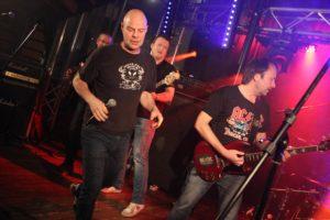 Die Band Big Balls, die am Samstag im Brauhaus zu sehen war, gehört längst zur Stammbesetzung der AC/DC- Fanclub-Party. (Foto: Björn Othlinghaus)