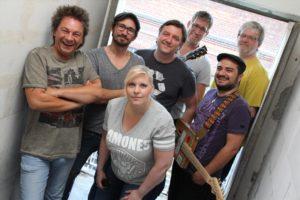 Artur Tadevosyan (rechts) zusammen mit seinen Band-Kollegen der John Porno Band. (Foto: Björn Othlinghaus)