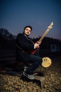 Artur Tadevosyan hat sich längst in Lüdenscheid und darüber hinaus einen Namen als Gitarrist gemacht. (Foto: Bernd Manthey)