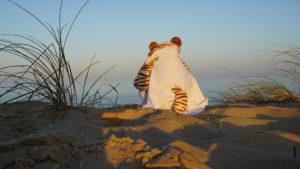 Dr. Tiggerstein verfügt auch über eine romantische Ader, der er hier beim Blick aufs Meer nachhängt. (Foto: Thorsten Bachert)