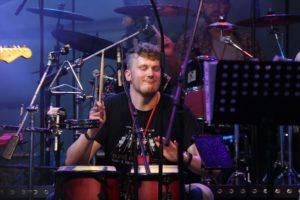 Florian Vogt am Schlagzeug. (Foto: Björn Othlinghaus)